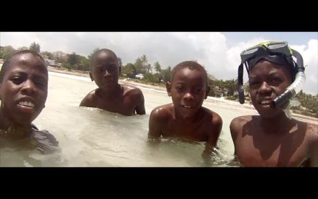beach-kids-kenyan-eyes